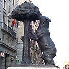 Statue of the Bear and the Strawberry Tree by WaleskaL