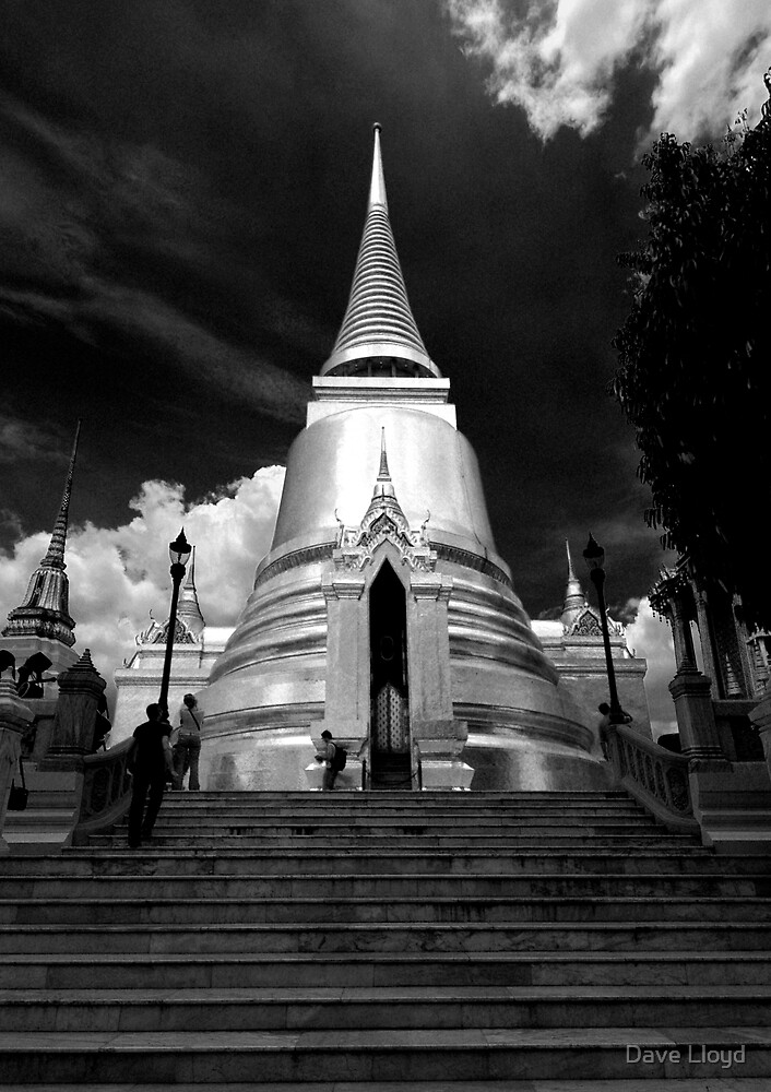 Giant Chedi by Dave Lloyd