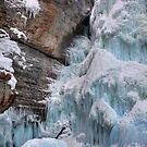 Frozen upper falls II by zumi