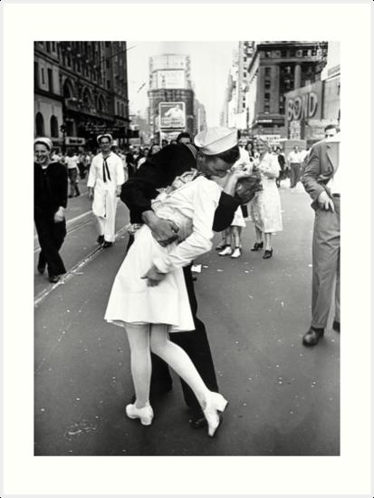 «Besando la Segunda Guerra Mundial Adiós» de riddleparty