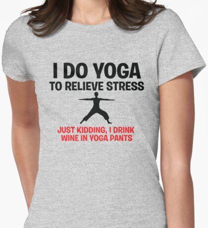 Ich mache Yoga, um Stress zu lindern T-Shirt