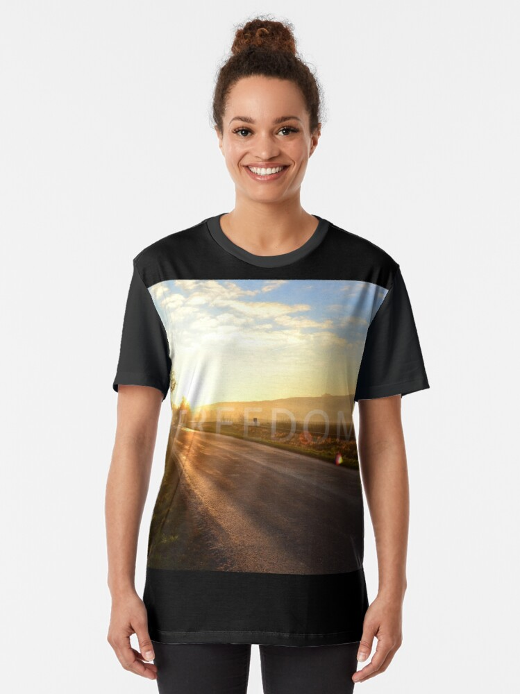 Alternate view of Autumn layers - freedom Graphic T-Shirt