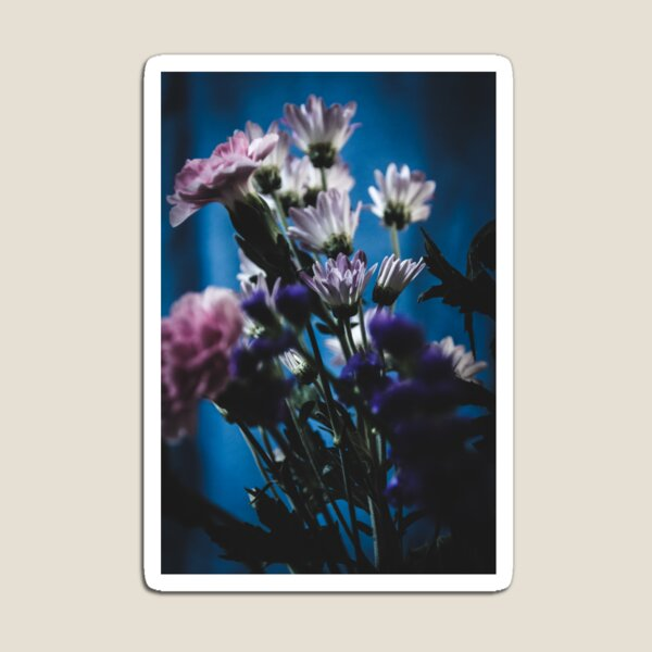 Flowers in the dark Magnet