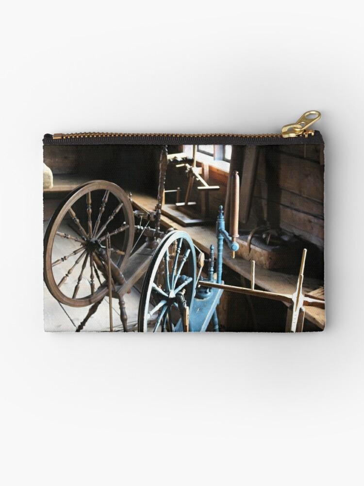 Spinning wheels by JEmerald
