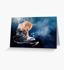 Süßes Kätzchen spielt in Turnschuhen Greeting Card