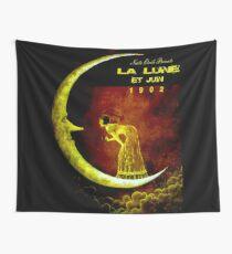 LA LUNE ET JUIN: Vintage Play Advertising Print Wall Tapestry