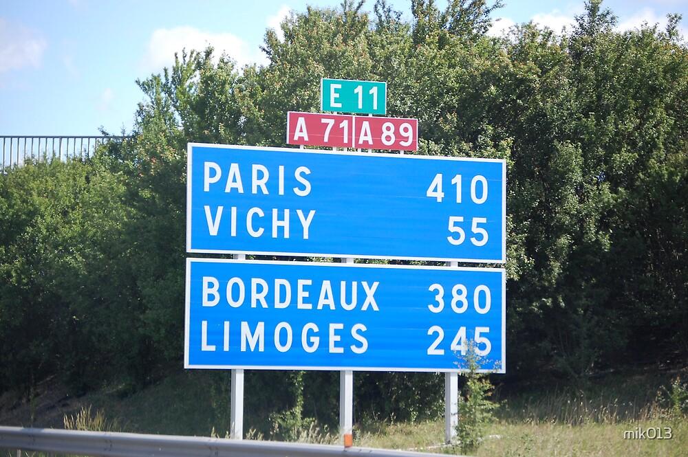 Paris 410 by mik013
