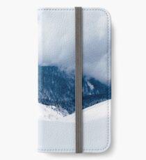 Ein verschneiter Berg in den Schweizer Alpen iPhone Wallet