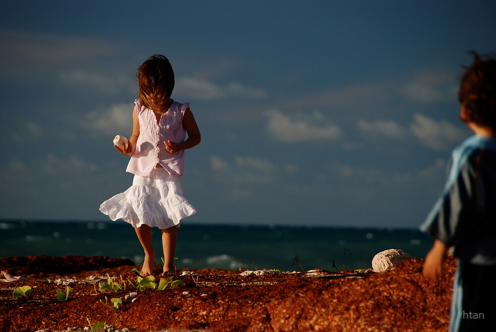 Beachcombing in the Top End by htan
