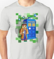 Cute 8bit time traveller with the phone box T-Shirt