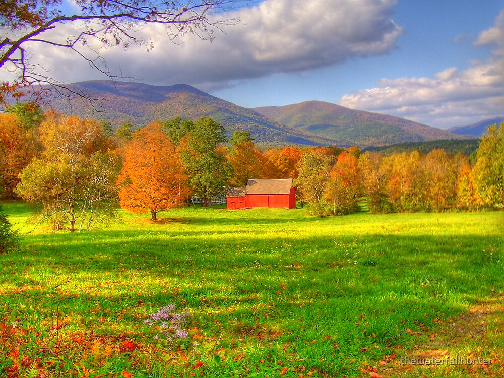 Red Barn in Fall by thewaterfallhunter