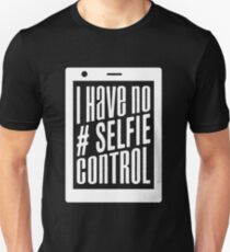 I have no selfie control - funny social media pictures saying  T-Shirt