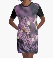 Verträumter Lavendel T-Shirt Kleid
