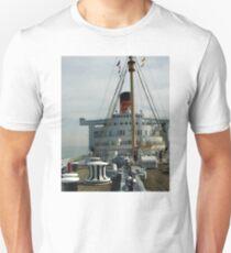 QUEEN MARY LONG BEACH CALIFORNIA Unisex T-Shirt