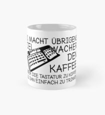 Kaffee über die Tastatur kippen Mug