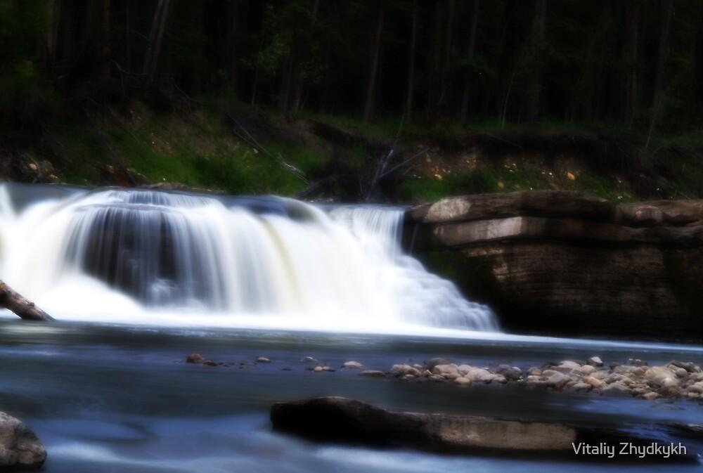 Flatbed Falls by Vitaliy Zhydkykh
