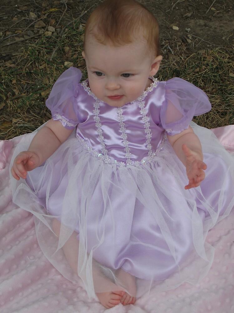 pretty princess toes by AvenLove