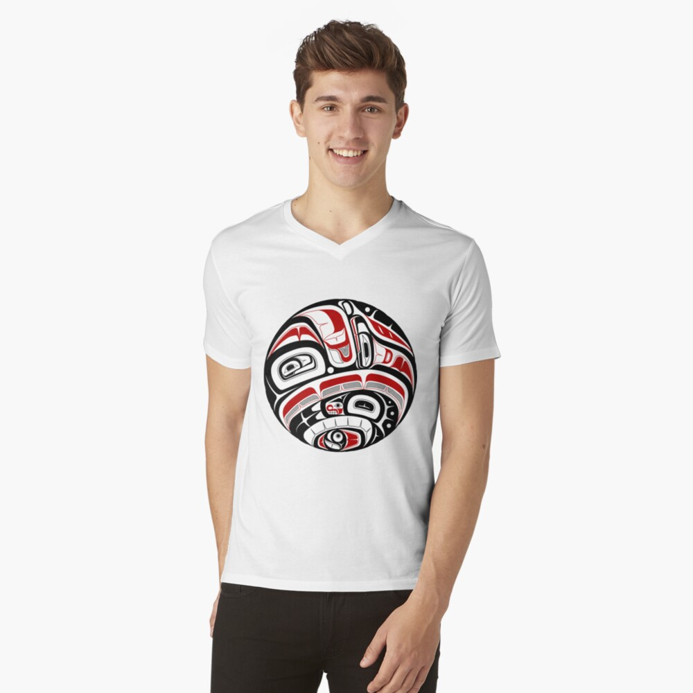 Arte tribal del noroeste Camiseta de cuello en V