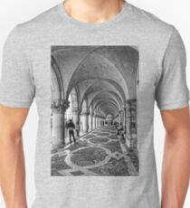Doge's Palace Colannade - B&W Unisex T-Shirt