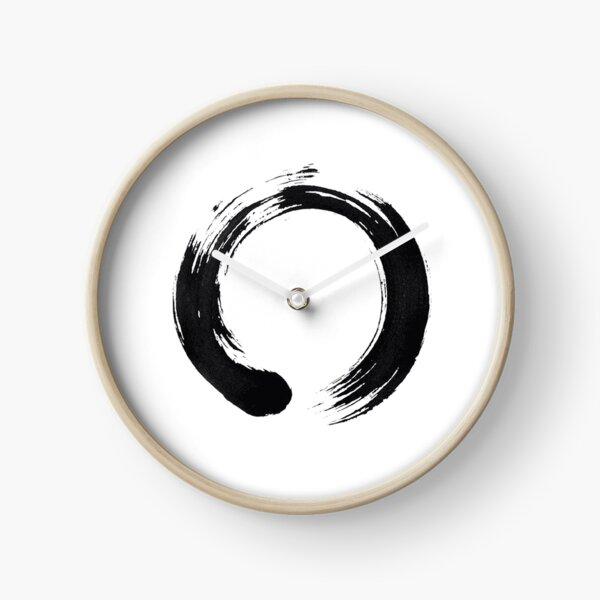 Un ensō es un círculo que se dibuja a mano en una pincelada desinhibida para expresar un momento en que la mente es libre para la creación. El ensō simboliza la iluminación absoluta Reloj