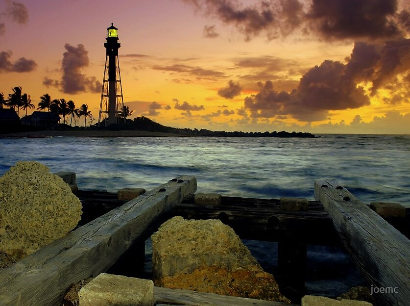 Lighthouse with flash by joemc