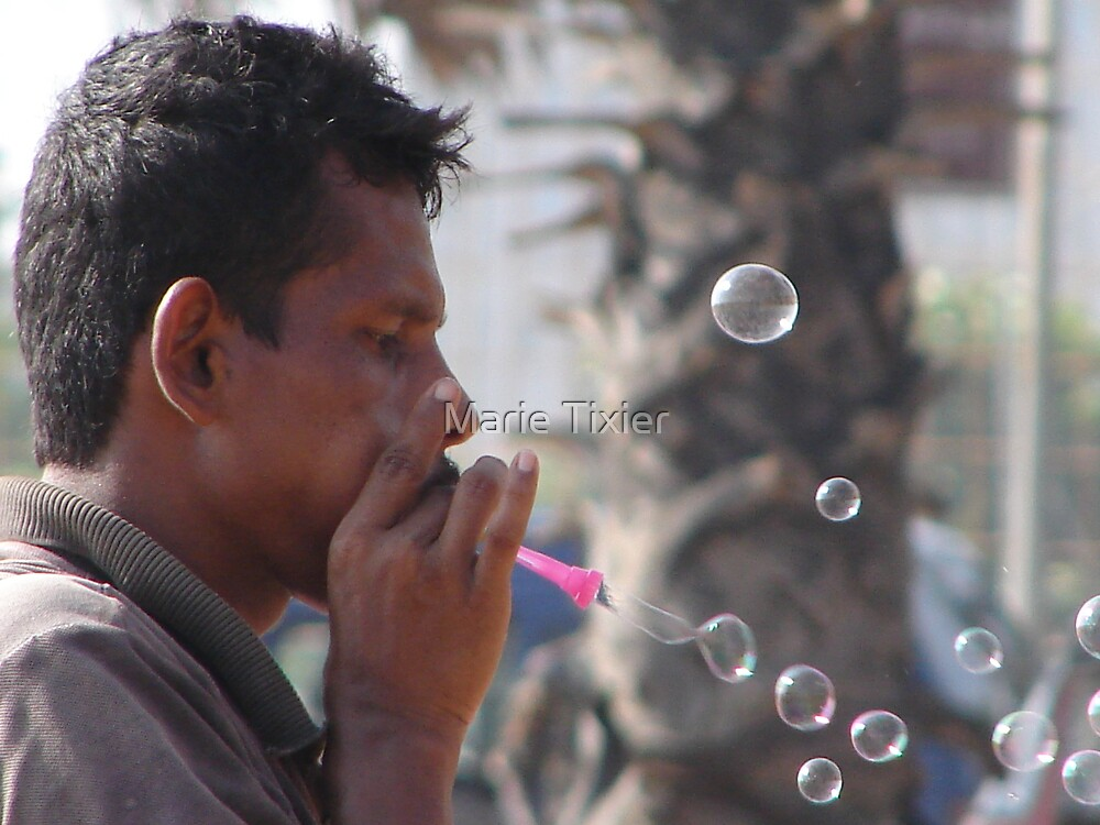 bubble blower by Marie Tixier
