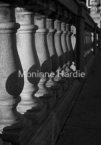 London Bridge by Moninne Hardie