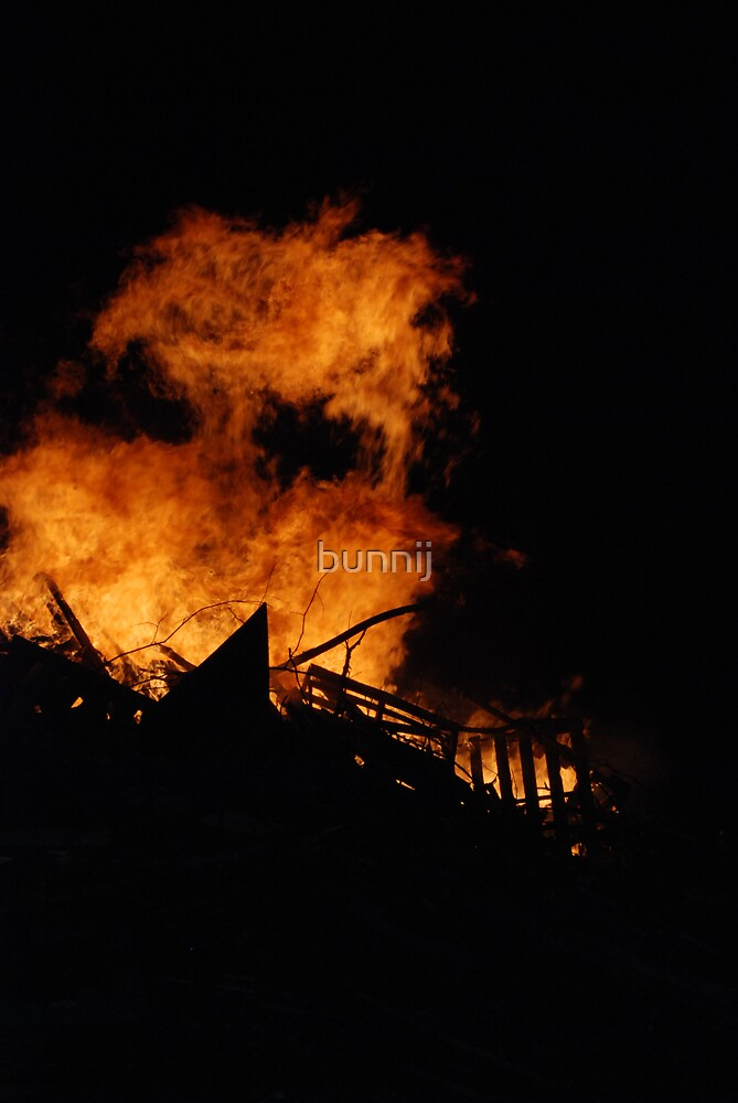 Face in the Fire by bunnij