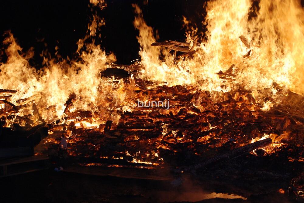 Fire! Fire! by bunnij