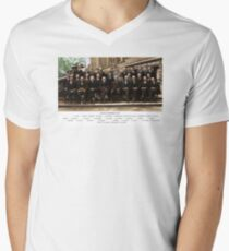 Colorized - Solvay Conference 1927. Einstein, Curie, Bohr and more. Men's V-Neck T-Shirt