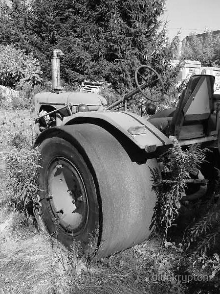 Deserted Tractor by bluekrypton