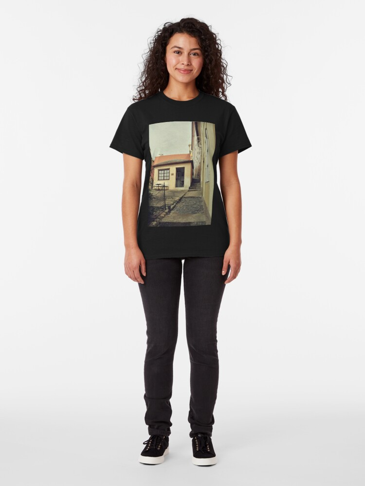Alternate view of Tiny house and narrow passageway Classic T-Shirt