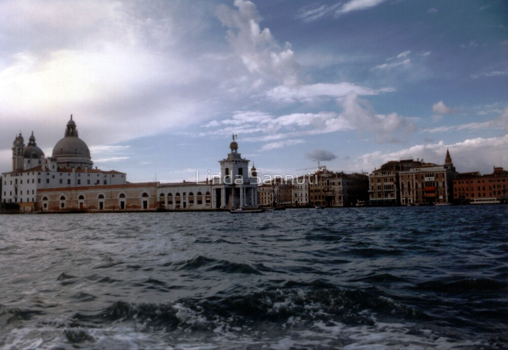 Venice, Italy by Linda Sannuti