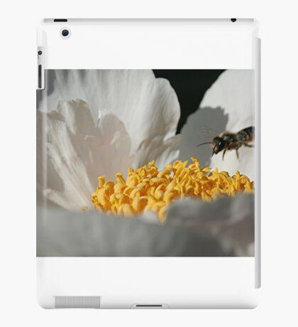 In Coming Bee iPad Case/Skin