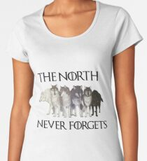 THE NORTH NEVER FORGETS Premium Scoop T-Shirt