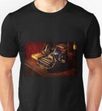 Steampunk - Oliver's typing machine Unisex T-Shirt