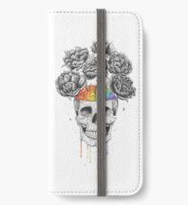 Skull with rainbow brains iPhone Flip-Case/Hülle/Skin