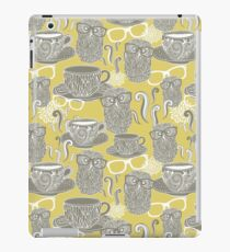 Tea owl yellow iPad Case/Skin