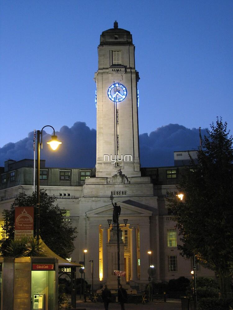 Luton Town Hall by nyum