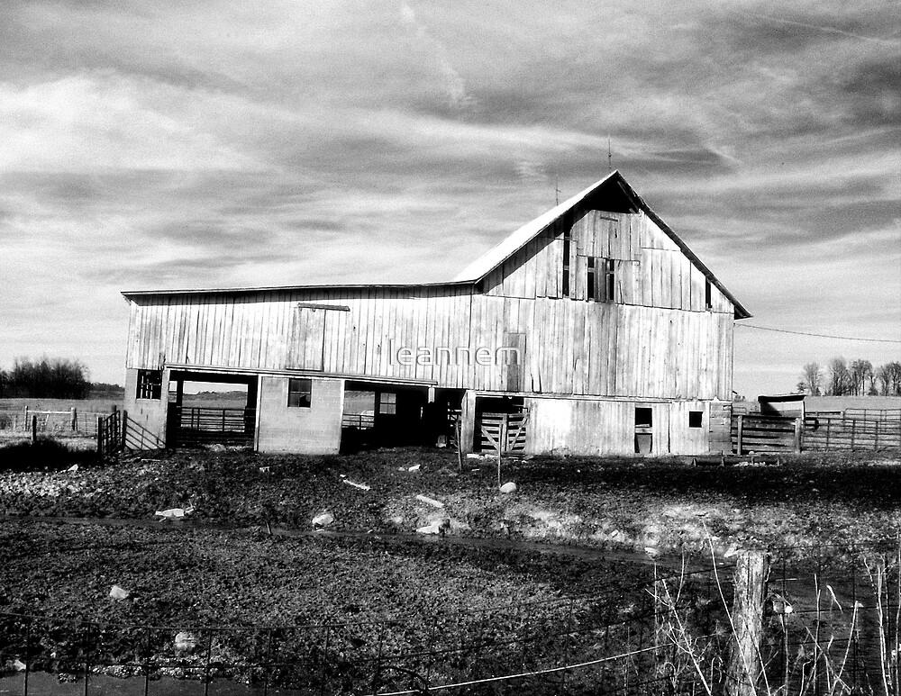 old barn by leannem