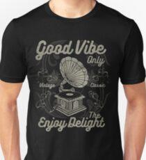 Retro Vintage Distressed Design T-Shirt