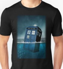 Blue Box in Water Hoodie / T-shirt T-Shirt