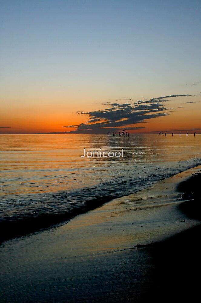 Gentle Wave by Jonicool