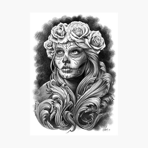 Catrina negra y gris con una corona de rosas. Lámina fotográfica