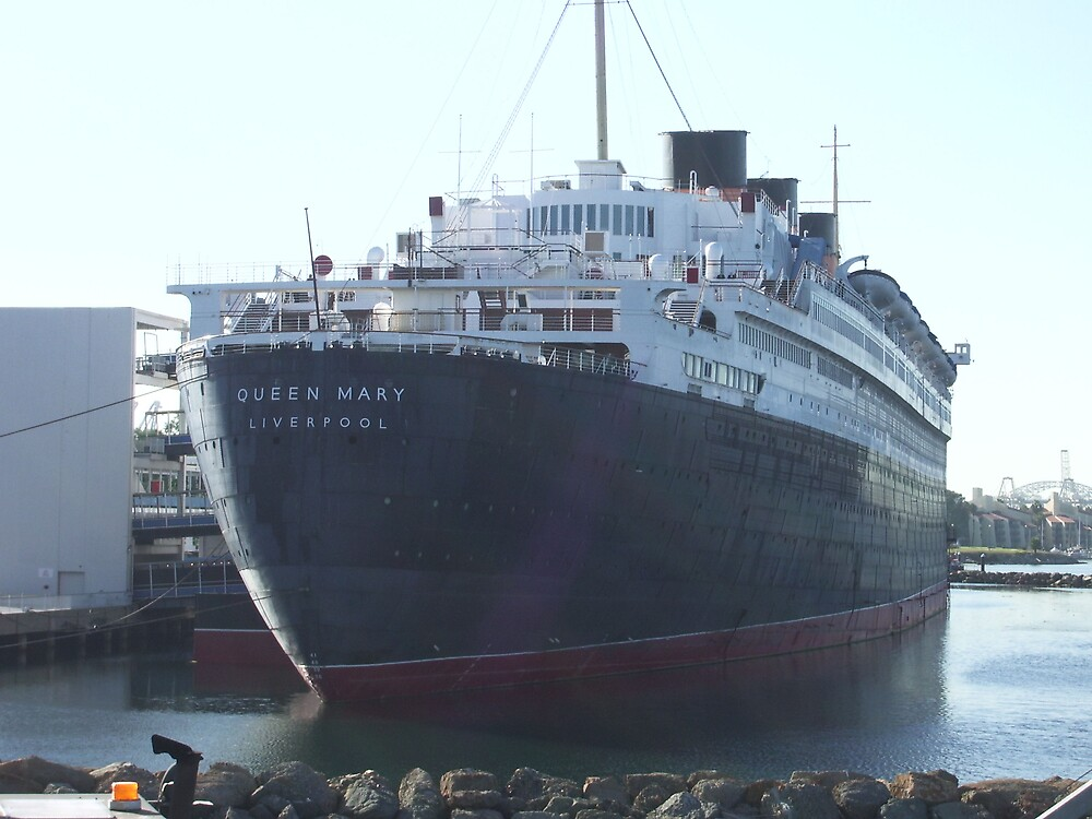 Queen Mary by Andy Carleton
