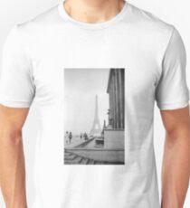 Eiffel Tower In Paris - Fine  Art Photo - Black and White T-Shirt