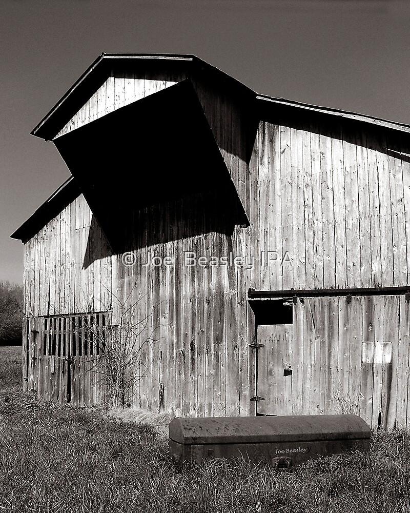 Barn with casket by © Joe  Beasley IPA