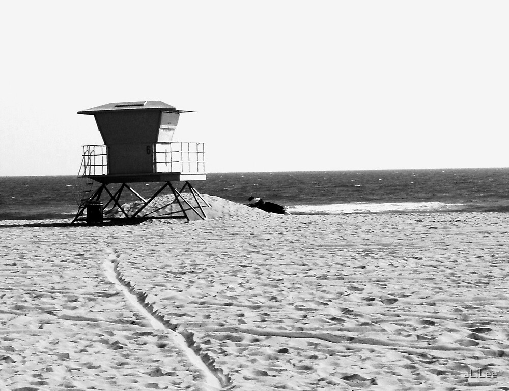 Lonely Lifeguard Shack by aLiLee
