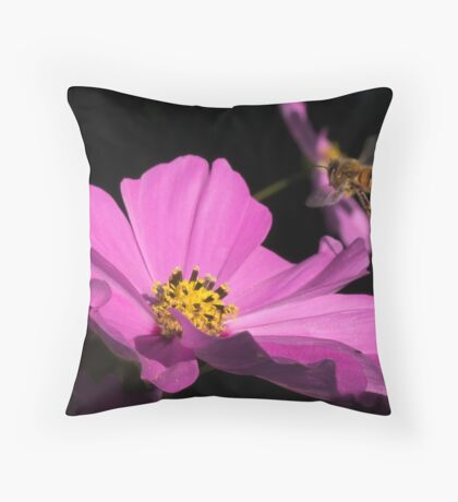 Bee coming into land  Throw Pillow