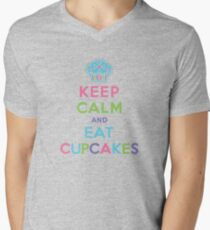 Keep Calm and Eat Cupcakes - beige Men's V-Neck T-Shirt